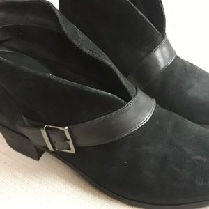 UGG Black Wright Belted Ankle Boots 9.5 Boho